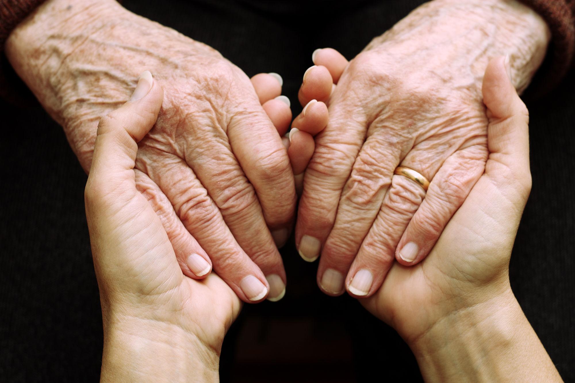 Co prozradí nehty na ruce?